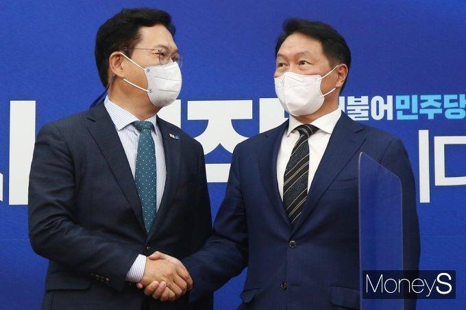 [머니S포토] 대한상의 최태원 회장 접견하는 송영길 민주당 대표