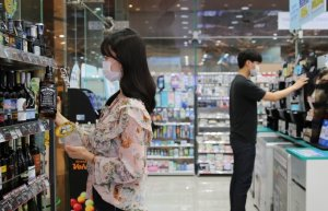 '얼음컵=커피' 공식 깨졌다… 구형 얼음엔 이것 마신다고?