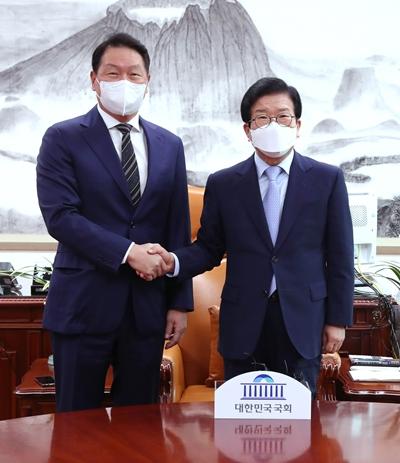 최태원, 국회 방문… '기업가 정신·소통' 거듭 강조