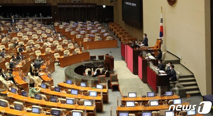 13일 오후 서울 여의도 국회에서 열린 제387회 국회(임시회) 제1차 본회의. 2021.5.13/뉴스1 © News1 이동해 기자