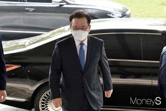 [머니S포토] 김부겸 신임 국무총리, 정부서울청사 첫 출근