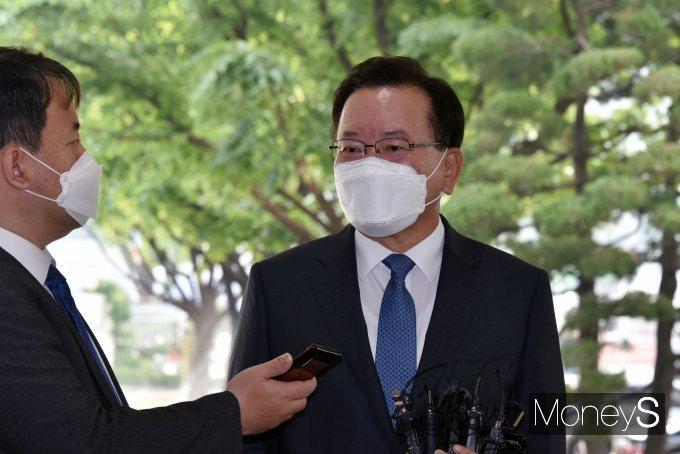 """[머니S포토] 첫 출근 김부겸 총리 """"철저하게 통합 지향할 것"""""""