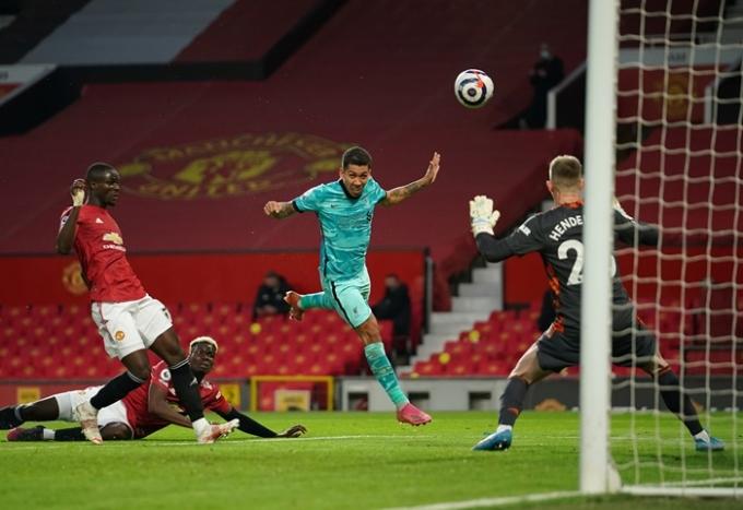 리버풀 호베르투 피르미누가 14일 오전(한국시각)에 열린 맨체스터 유나이티드와의 경기에서 활약하고 있다.   /사진=로이터