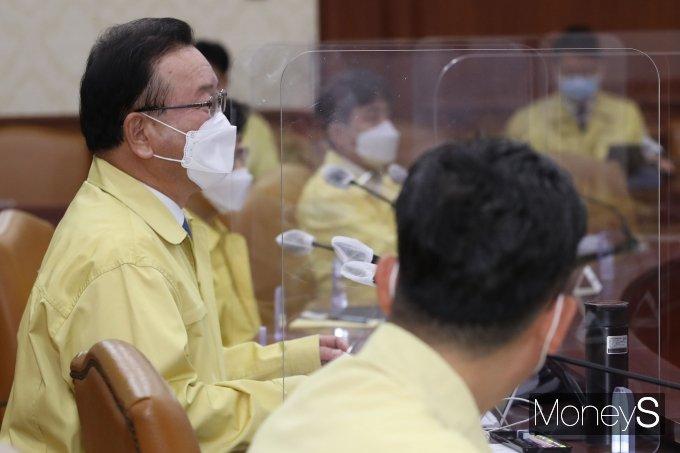 [머니S포토] 김부겸 신임 국무총리, 공식업무 시작