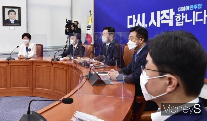 [머니S포토] 총리·장관 靑 임명안 재가 관련 발언하는 '송영길'