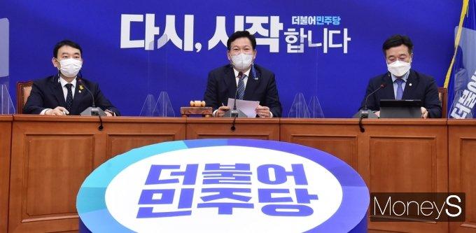 [머니S포토] 해수부 박준영 후보자 자진 사퇴 관련 발언하는 '송영길'