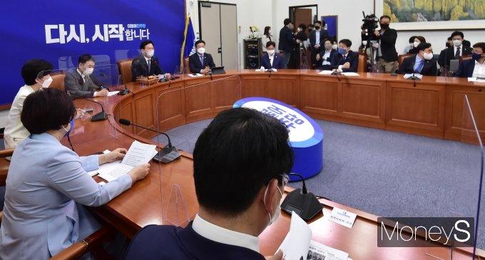 [머니S포토] 총리 인준안 與 단독 처리 만 하루, 민주당 최고위 개최