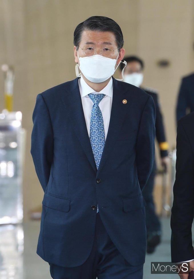 [머니S포토] 제47대 김부겸 국무총리 취임식 참석하는 은성수 금융위원장