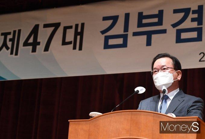 [머니S포토] 취임사 하는 김부겸 신임 국무총리