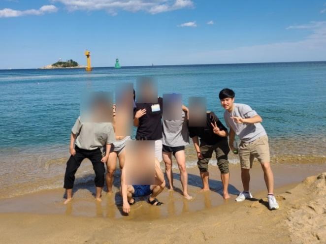 손정민씨는 평소 물을 무서워했던 것으로 알려졌다. 생전 바닷가에서도 신발을 벗지 않았다. / 사진=블로그 캡처