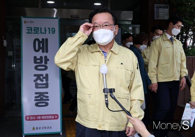 [머니S포토] 코로나19 백신 접종 소감 말하는 김부겸 총리
