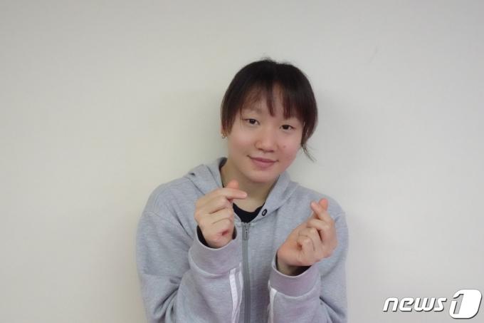 여자 배영200m 올림픽 출전권을 획득한 후 인터뷰 중인 이은지(대한수영연맹) 제공)© 뉴스1