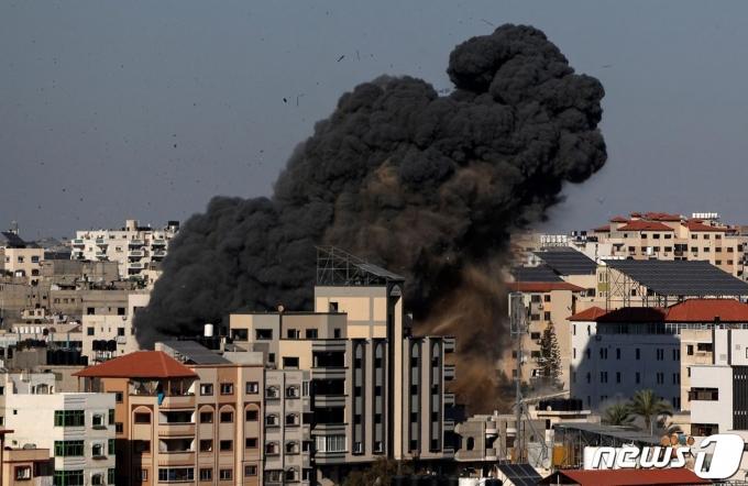 팔레스타인 가자지구 무장정파 하마스와 이스라엘의 교전이 닷새째 격화하면서 사상자가 속출하고 있다. © AFP=뉴스1
