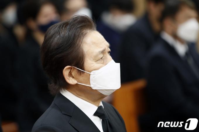 [사진] 이춘연 대표 영결식참석한 배우 안성기