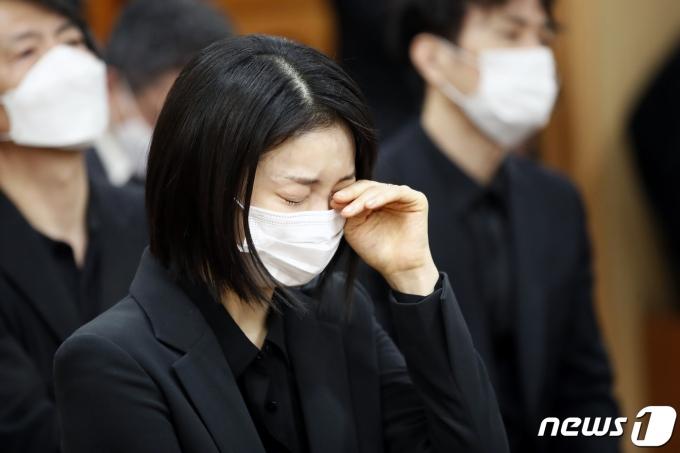 [사진] 배우 김옥빈 '참을 수 없는 슬픔'