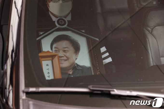 [사진] 영화계 맏형 이춘연 대표 '사진 속 호탕한 웃음 뒤로 하고'