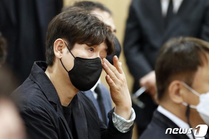 [사진] 배우 설경구 '영화계 맏형을 그리워하며'
