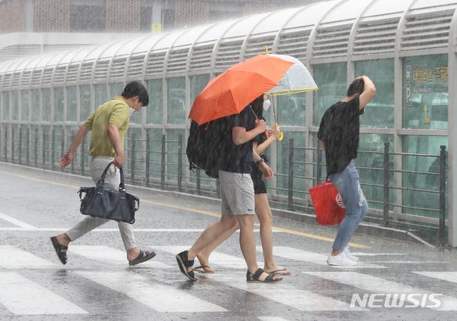 일요일인 16일은 전국이 대체로 흐리고 비가 내리겠다./사진=뉴시스
