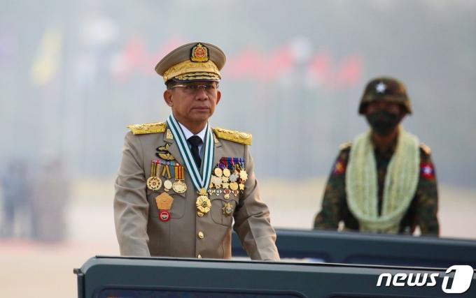 미얀마에서 일일 최대 사망자가 나온 국군의 날 기념 행사에 참석한 군부 총사령관 민 아웅 흘라잉. © 로이터=뉴스1 © News1 원태성 기자