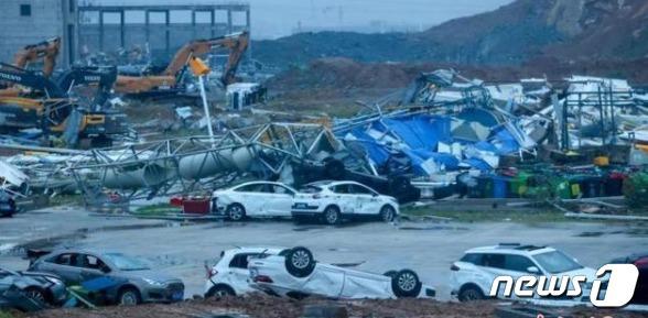 중국 후베이성 우한에서 13일 토네이도가 발생해 많은 피해가 발생했다(환구시보 갈무리) © 뉴스1