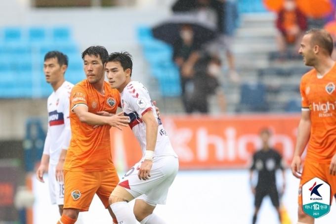 강원과 수원FC가 0-0으로 비겼다. (한국프로축구연맹 제공) © 뉴스1