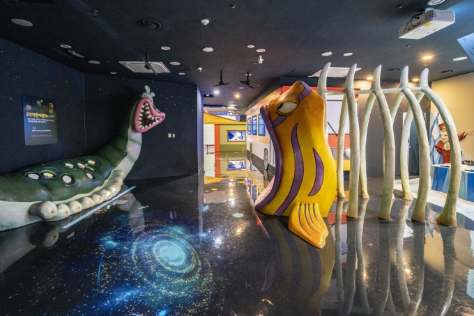 둘리뮤지엄. 뮤지엄동 1층 매직어드벤처 전시실에 실감 체험형 놀이 기구들이 설치돼 있다.
