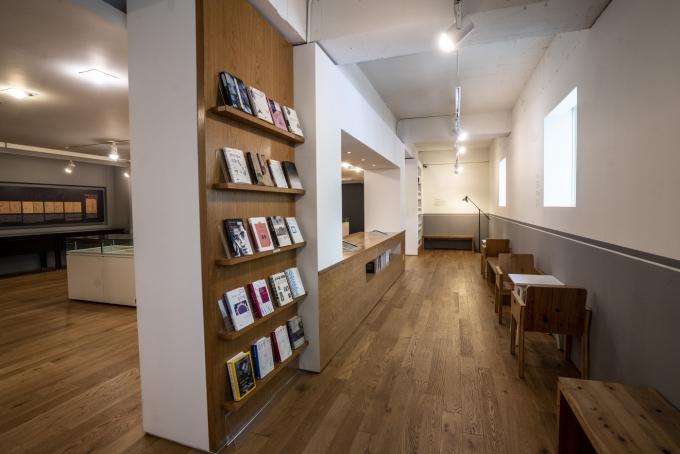김수영문학관 2층에 김수영의 작품을 열람할 수 있는 공간이 마련돼 있다.