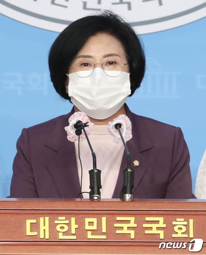 양경숙 더불어민주당 의원. 2020.8.24/뉴스1 © News1 박세연 기자