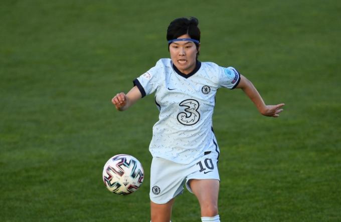 오는 17일 오전 4시(한국시간) 스웨덴 에테보리의 고텐부르크 스타디움에서 바르셀로나 페메니(스페인)와 2020-21 여자 UCL 결승전을 치르는 첼시 위민(잉글랜드)의 핵심 공격수 지소연이 한국 여자축구 첫 유럽축구연맹(UEFA) 여자 챔피언스리그(UCL) 우승과 시즌 4관왕을 노린다. /사진=로이터