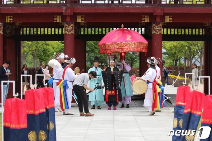 김해가야테마파크에서 진행되는 야외결혼식 모습. 본 기사와 무관한 내용.(김해문화재단 제공)© 뉴스1