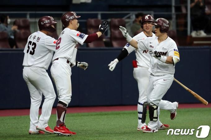 [사진] 키움 박동원 '3점 홈런 신고합니다'