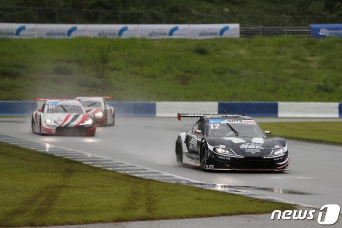 선두를 달리는 황진우(슈퍼레이스 제공)© 뉴스1