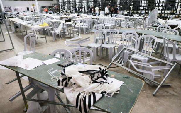 지난 16일(현지시각) 이스라엘 요르단강 서안에 있는 한 미완공 유대교 회당이 붕괴돼 최소 2명이 사망하고 100여명이 부상을 입었다. /사진=로이터