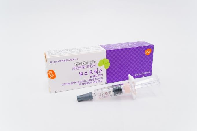 국내 50세 이상 성인에서 백일해 발생 비율이 2018년 이후 20년까지 지속적으로 증가하고 있어 국내 DTP 도입시기인 1958년 이전 출생자 백신 예방 중요성이 높아지고 있다. 사진은 GSK Tdap 백신 '부스트릭스'.=사진=온피알.