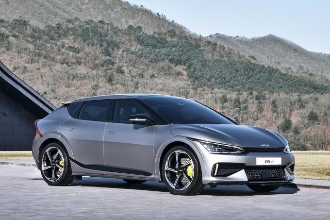 전기자동차의 출시가 이어지면서 구매보조금의 조기소진을 우려한 목소리가 크다. 이에 정부는 추경을 추진해 보조금 부족 우려를 해소할 전망이다. 사진은 EV6 GT /사진제공=기아