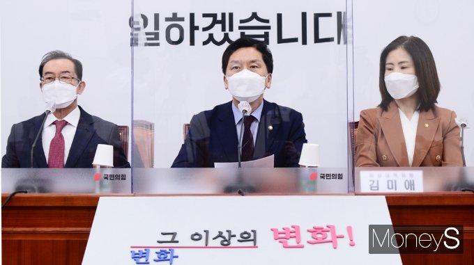 """[머니S포토] 국힘 비대위 김기현 """"헌법 존중·오직 국민만을 섬길 것"""""""