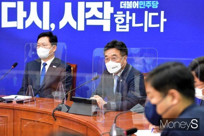 [머니S포토] 더불어민주당 최고위원회의, 발언하는 윤호중 원내대표