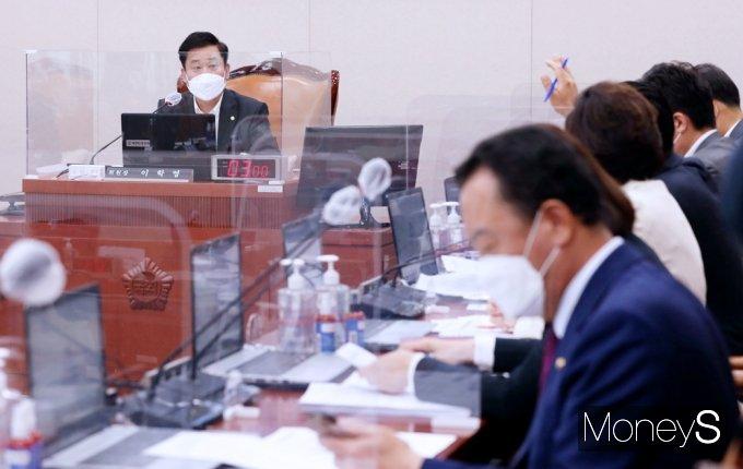 [머니S포토] 국회 산자중기위 '손실보상법' 입법청문회 기간 채택
