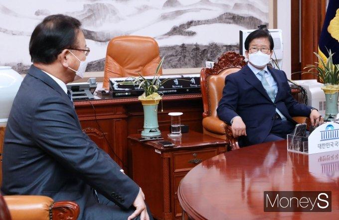 [머니S포토] 신임 총리와 환담갖는 박병석 의장