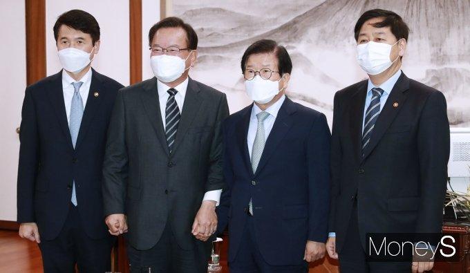 [머니S포토] 박병석 의장 찾은 김부겸 총리
