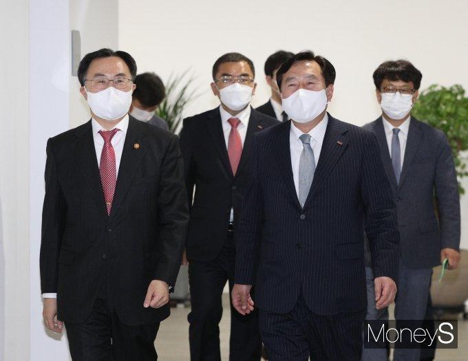 [머니S포토] 중기중앙회 방문한 문승욱 장관