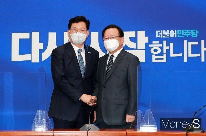 [머니S포토] 김부겸 국무총리, 송영길 민주당 대표 예방