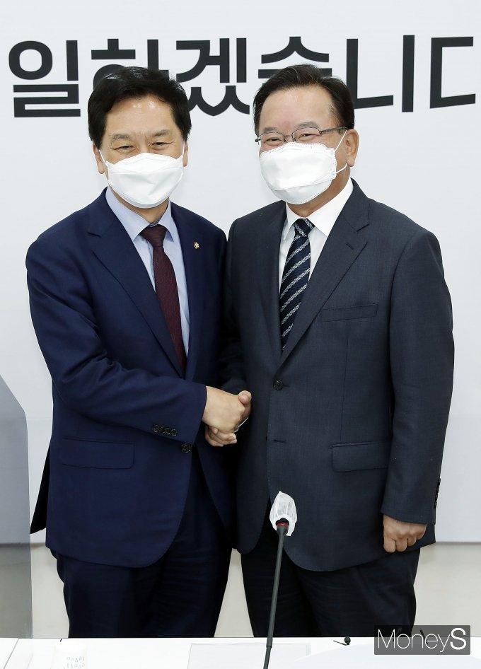 [머니S포토] 김기현 대표 권한대행 찾은 김부겸 총리