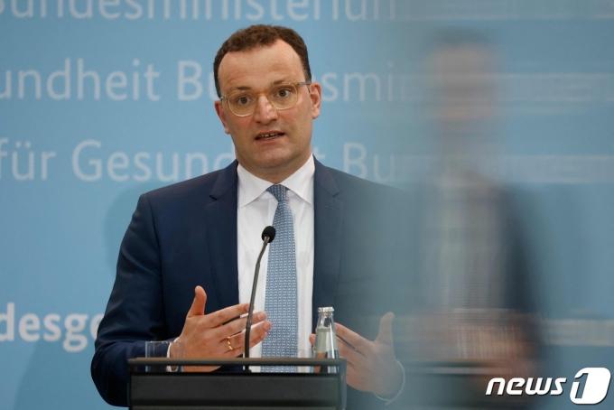 옌스 슈판 독일 보건장관이 기자회견에서 발언하고 있다. © AFP=뉴스1