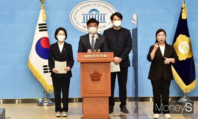 [머니S포토] '가상자산업권법' 대표발의하는 與 김병욱