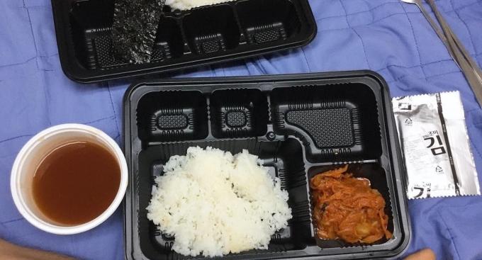 국방부가 계룡대 예하 부대 코로나19 관련 격리병사에 제공했던 급식이 문제가 있다고 인정했다. /사진=페이스북 캡처