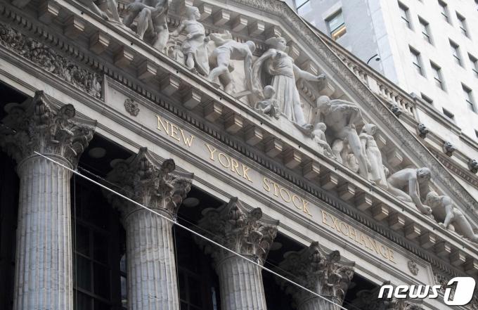 미국 뉴욕 월스트리트에 위치한 뉴욕증권거래소(NYSE) 전경. © AFP=뉴스1 자료 사진