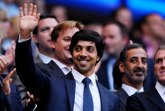 아랍에미리트연합(UAE)의 대부호이자 맨체스터 시티(이하 맨시티)의 구단주 셰이크 만수르 빈 자예드 알 나얀이 팬들을 위한 통 큰 지원에 나선다. /사진=로이터