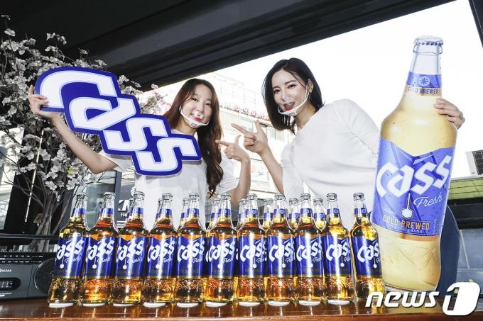 오비맥주가 3월 말부터 서울 및 수도권 주요 상권의 식당·주점 등에서 '올 뉴 카스' 판매를 시작했다. /사진=뉴스1