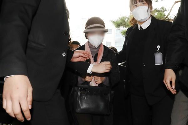 윤석열 전 검찰총장의 장모 최모씨(74)가 법정에 출석했다. /사진=뉴스1